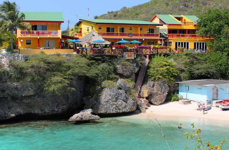 hotel bij strand